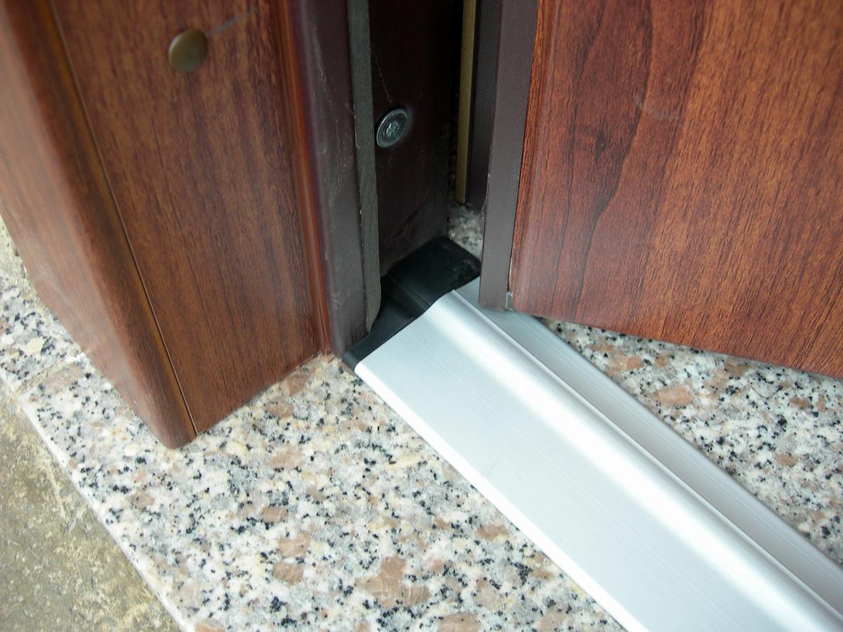 Allunga la vita alle porte blindate torino - Porta finestra blindata ...